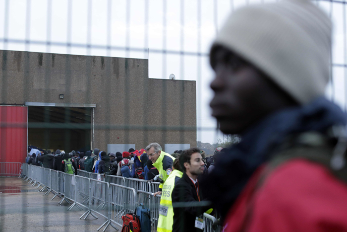 Calais Migrant Queue